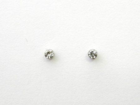 金属アレルギーフリーのFDAピアス ダイヤモンドトータル0.08カラットスタッドタイプ